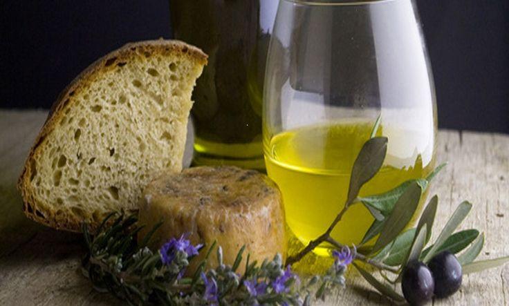 L'olio d'oliva Canino Dop. Un olio antico dal sapore forte, intenso ma, nello stesso tempo, dolce e melanconico come la terra che lo produce. http://www.tusciainrete.it/_blog/Il_blog_della_Tuscia/post/lolio/ Photo Balletti Park Hotel #StoriediCucinainTuscia #Expo2015 #itay