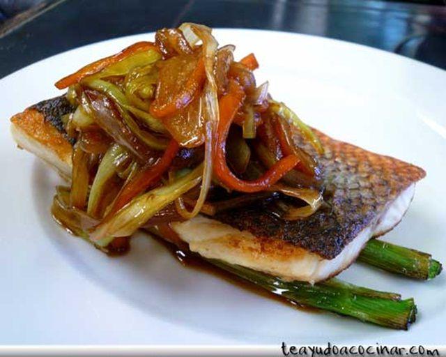 Lubina a la plancha con verduras al Wok