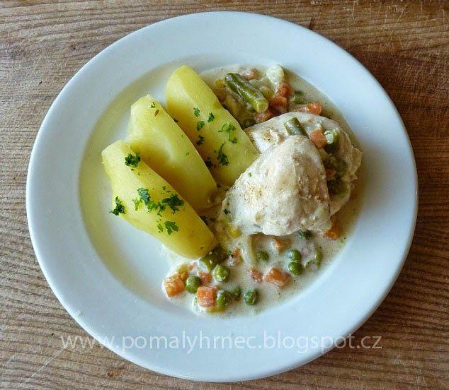 Pomalý hrnec: Kuřecí prsa se zeleninkou ve smetanové omáčce v po...