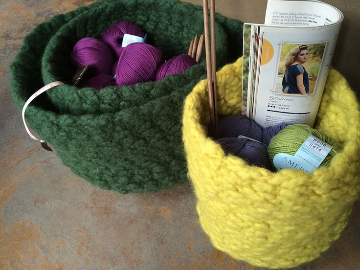 Ellenesque Felted Bowl knitting pattern—These super simple felted bowls are a cinch to knit and make wonderful hand-made gifts for the holidays!