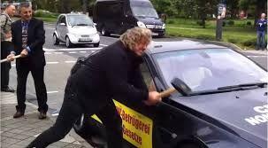 blogmotorzone: BMW Serie 6 y el Señor Hadi. BMW Serie 6 y el Señor Hadi. El Señor Hadi es un acaudalado iraní cliente de la marca alemana BMW de un concesionario italiano en el que compró un Serie 6 con el cual no está nada contento...