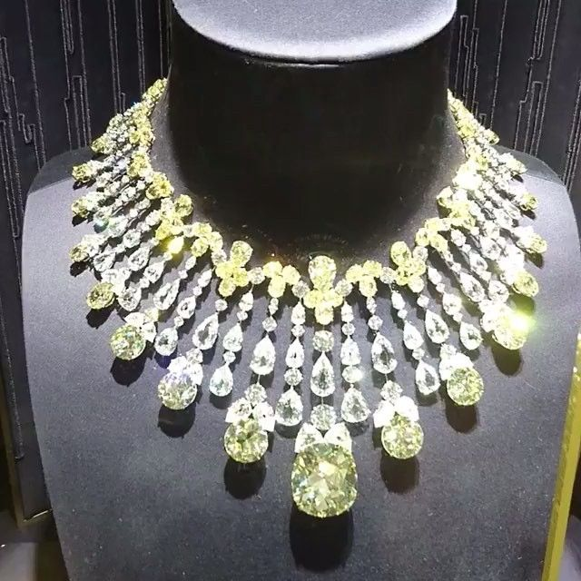 @bola3jewelry Extraordinary yellow and white diamonds suite by Boghossianjewels.