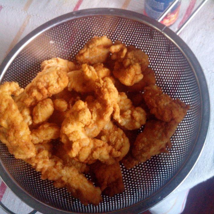 Lehet öt perc alatt panírozni, úgy hogy utána mosogatni se kelljen. Omlós-ropogós csirkefalatok nagyon gyorsan, akár ipari mennyiségben is. #főzés