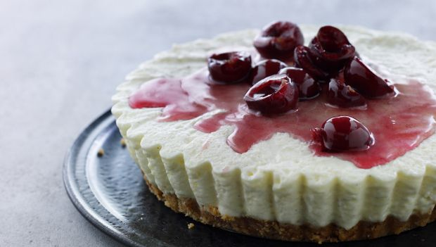Cheesecake med mandelbund og kirsebær | Femina