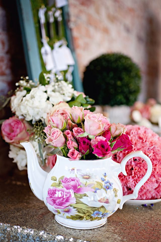 Teapot full of garden roses | Blue Rock Photos | see more on: http://burnettsboards.com/2015/05/alice-wonderland-tea-party-styled-wedding/