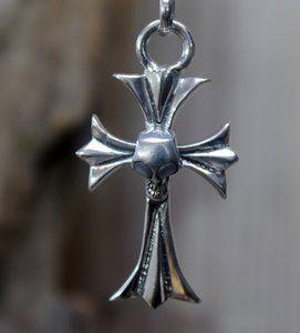 Echt zilveren (925) hanger, kruis met doodshoofd.