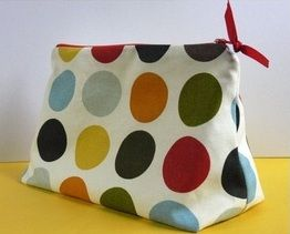 How to make a flat bottom zipper pouch. These would make great project bags!