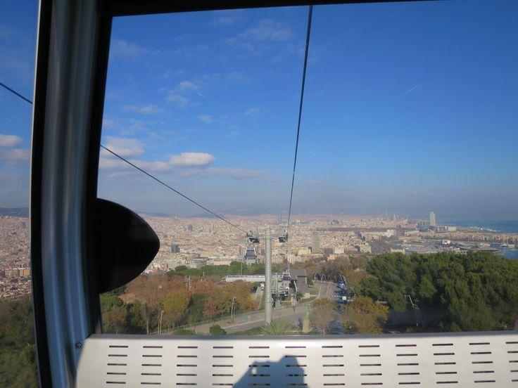 モンジュイックの丘のロープウエーから見下ろすバルセロナの街並。