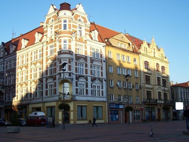 Bytom, jedna z przyrynkowych kamienic - zdjęcia - Kolumber.pl