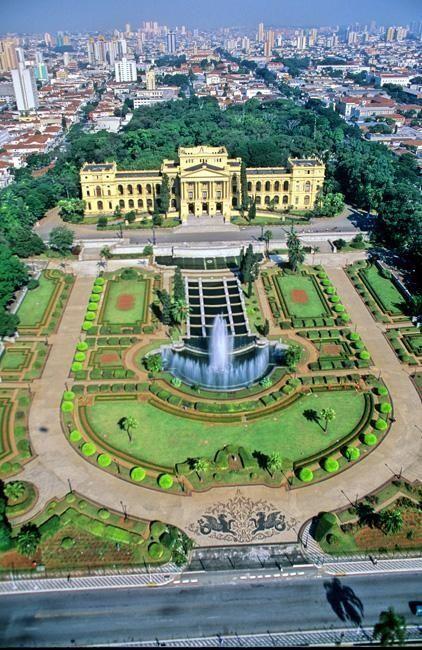 Famosos jardins do Museu Paulista, em São Paulo, estado de São Paulo, Brasil. Este museu é mais conhecido como Museu do Ipiranga.
