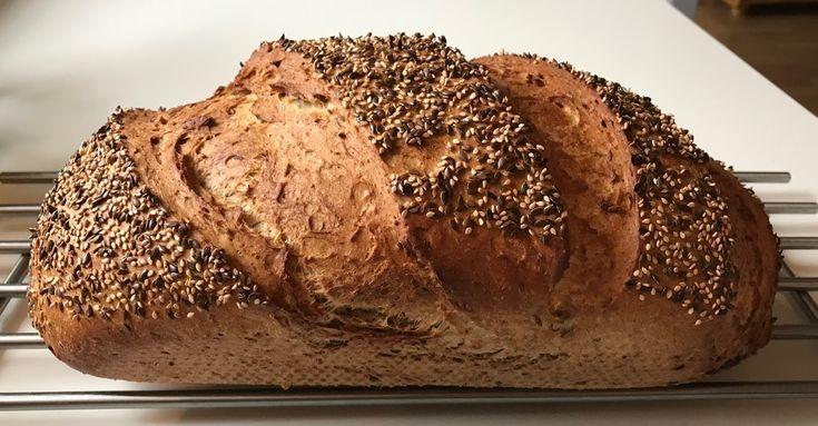 """Oldefar Brød - Bagt i Hul-Form . Jeg har gennem et stykke tid arbejdet med et rigtigt """"Herrebrød"""". Et brød der passer til en go' ..."""
