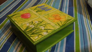 Green Yellow Flowers Box - Manualidades Kitty Valerie