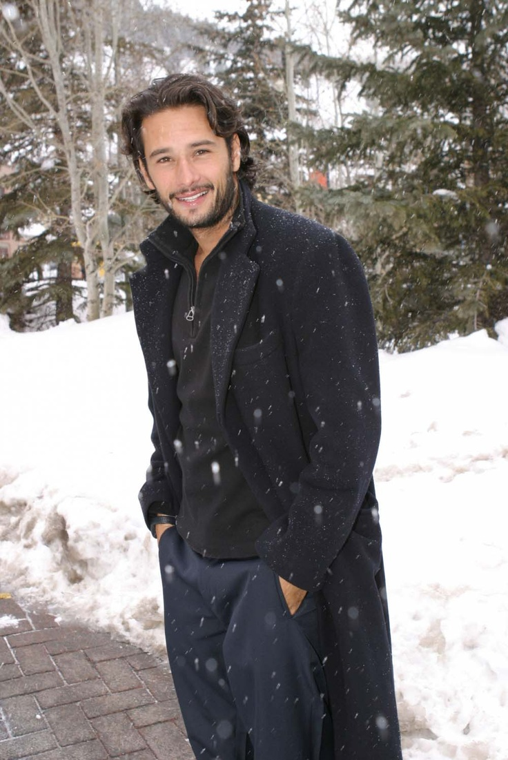 Rodrigo Santoro(he's the geeky bird doctor's voice in the animated movie 'Rio'!!)