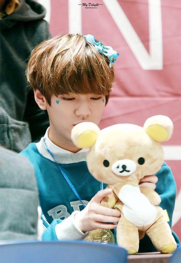 Aww! Hwanhee's so cute!