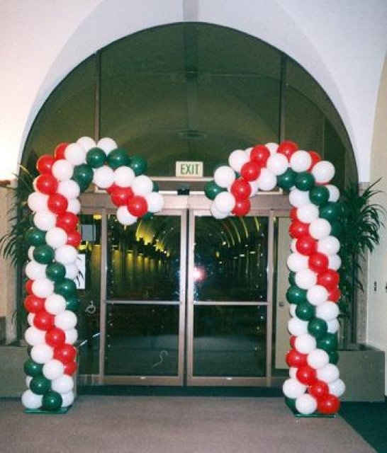 38 best images about christmas balloon decorations on for Balloon arch decoration ideas