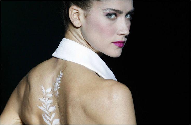Barcelona Bridal Week 2014: Novias tatuadas en el desfile de Isabel Zapardiez