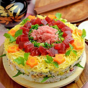 ひな祭りに☆ケーキ風押し寿司+by+JUNA(神田智美)さん+|+レシピブログ+-+料理ブログのレシピ満載! こちら、ヤマサさんの連載で紹介させていただいている「ひな祭りに☆ケーキ風押し寿司」です(^-^)私は押し寿司用の型を使ってるんだけど、ケーキ型でもできちゃいますよ~。技術のいるデコはもっぱら苦手なため...