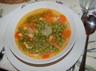 Zöldborsó leves recept: Tradicionális magyar étel, szinte mindenki szereti. Elkészítése gyors és könnyű, szezonon kívül mirelitből is készíthető. http://aprosef.hu/zoldborso_leves_recept