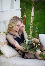 А+О Photographer: Helen Shvaiko Фотограф: Елена Швайко magicphoto.by black wedding, modern wedding ideas утро невесты на природе