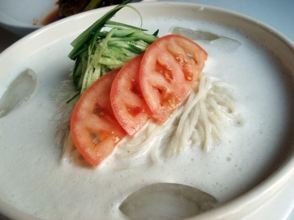 Soy milk noodle soup (kongguksu)