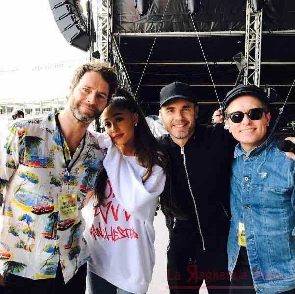Manchester One Love: concerto di beneficienza di Ariana Grande che si trasforma in atto di coraggio Dopo 24 ore dall'ultimo attacco terroristico di sabato sera a Londra il grande show di beneficenza voluto dalla popstar americana Ariana Grande a sostegno delle vittime dell'attentato suicida del 22  #arianagrande #isis #onelove
