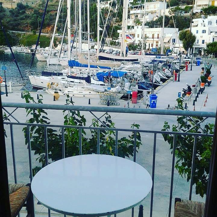 Enjoy your morning coffe while watching the boats sail away... #skyros #island #greece #roomstolet #travel #summer #easter #sea #smallport #sailing #aegeansea #sporades