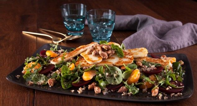 Sweet, salty and crunchy. Satisfy your tastebuds with this flavour packed salad, courtesy of Phoodie.  #salads #lunch #recipe