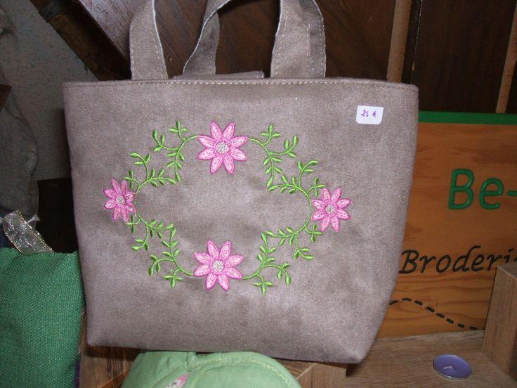 sac taupe broderie fleurs doublé toile cirée pour toute utilisation : Autres sacs par be-a-zen-broderie