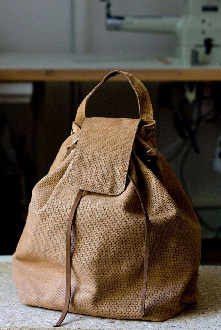 Plecak-torba ze fakturalnej skóry w kolorze kawowym. #backpack #leather_backpack