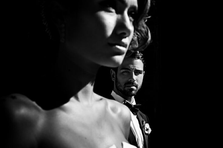 Портрет невесты и жениха в жестком свете. Разноплановый.