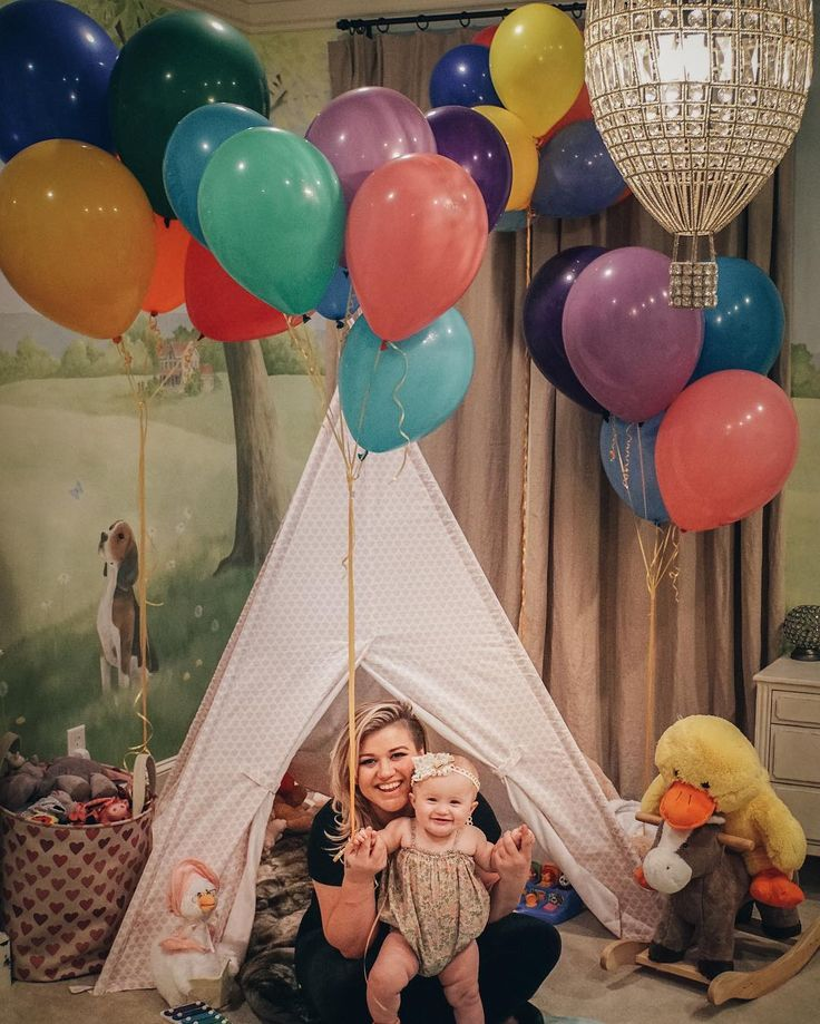 Kelly Clarkson's sweet family photos are warming our hearts.