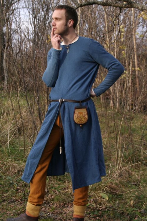 Reconstruction of the Moselund tunic. (C-14 1050-1155) (Vikingsnitt)