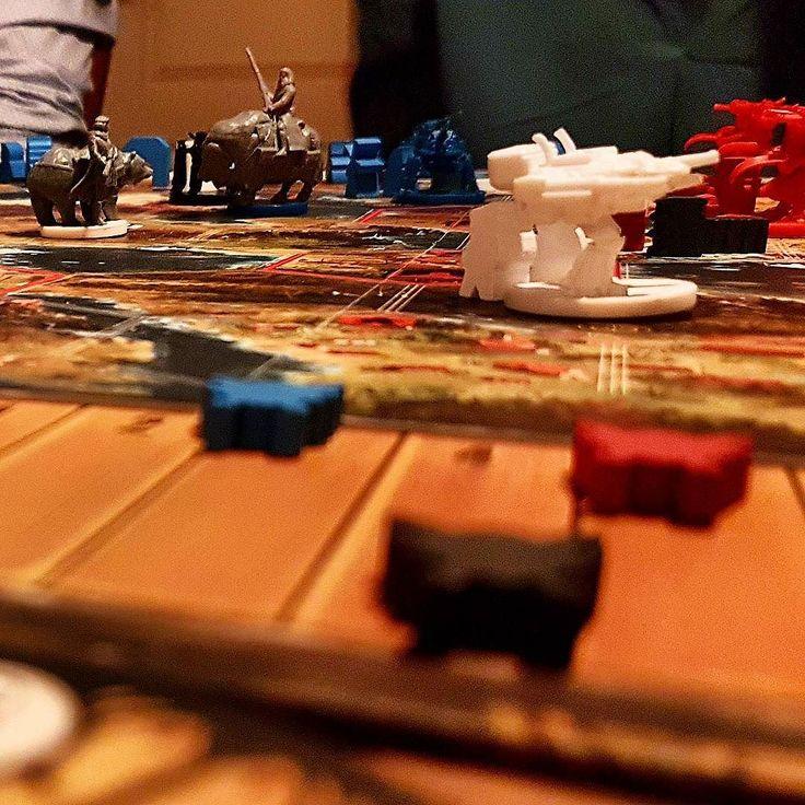 Een #Scythe-avondje. Heerlijk #bordspel lijkt ingewikkelder dan dat het werkelijk is.  #boardgames #stonemaier #alternatehistory #bordspellen #strategy #enginebuildinggame #civilization