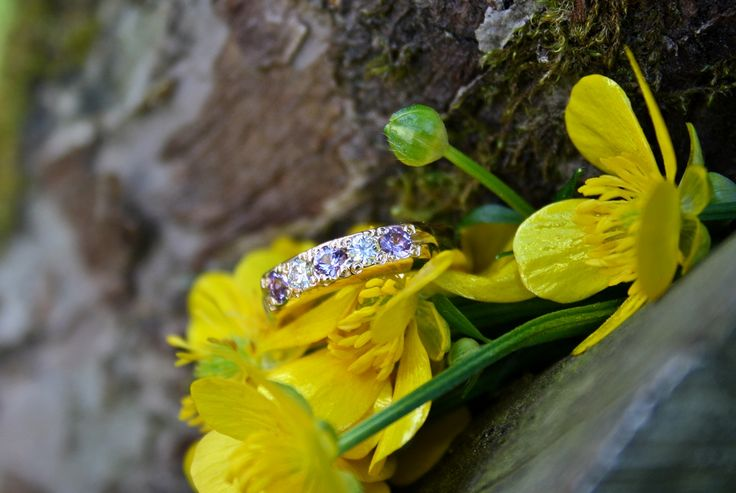 Gold ring with diamonds and violet safire