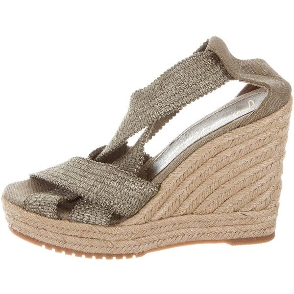 Pre-owned Jean-Michel Cazabat Metallic Espadrille Wedges ($50) ❤ liked on Polyvore featuring shoes, sandals, gold, espadrille sandals, platform wedge shoes, metallic wedge sandals, metallic platform sandals and wedge heel sandals
