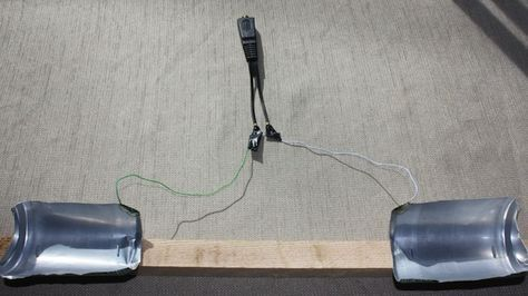 Antena de TV feita com uma latinha. / TV Antenna built from a Soda Can.