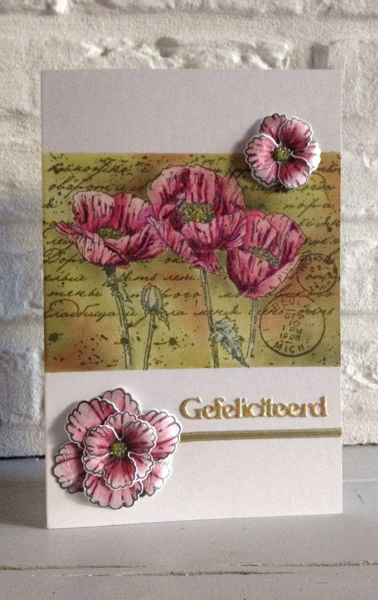 "CB. Stempel Joy-achtergrond met Pan Pastels en bloemen ingekleurd met Coloursoft Derwent kleurpotloden-gefeliciteerd v Crealiesbloem v Heartfelt Creations ""Blazing Poppy"""