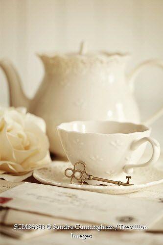 white teapot | shabby teapot | time for tea