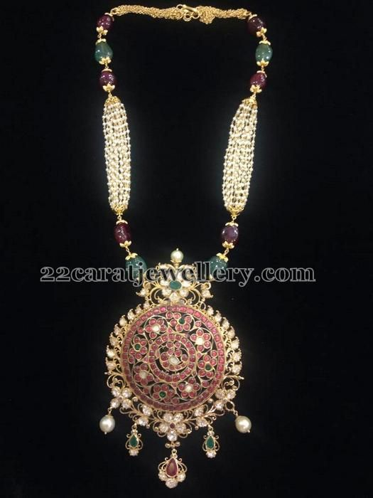 Jewellery Designs: Pearls Chain Round Temple Pendant