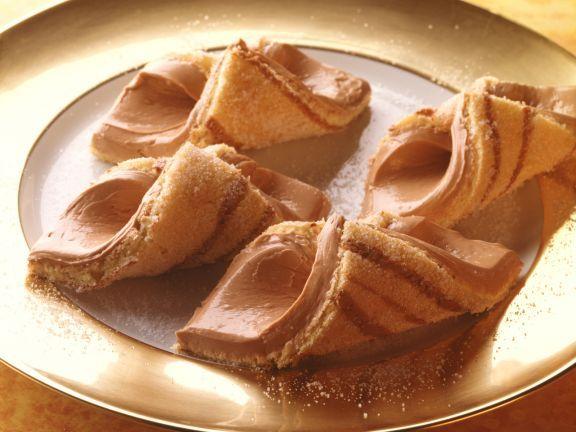 Schokobuttercreme-Röllchen ist ein Rezept mit frischen Zutaten aus der Kategorie Backen. Probieren Sie dieses und weitere Rezepte von EAT SMARTER!