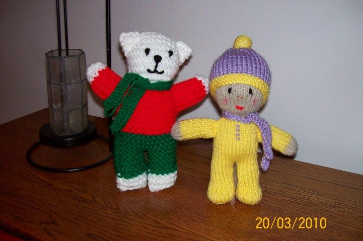 Knitted Teddy Bear Pattern For Charity : A Simple Teddy Bear - Patricia Smith - Square Circle Forum Kiddies knitting...