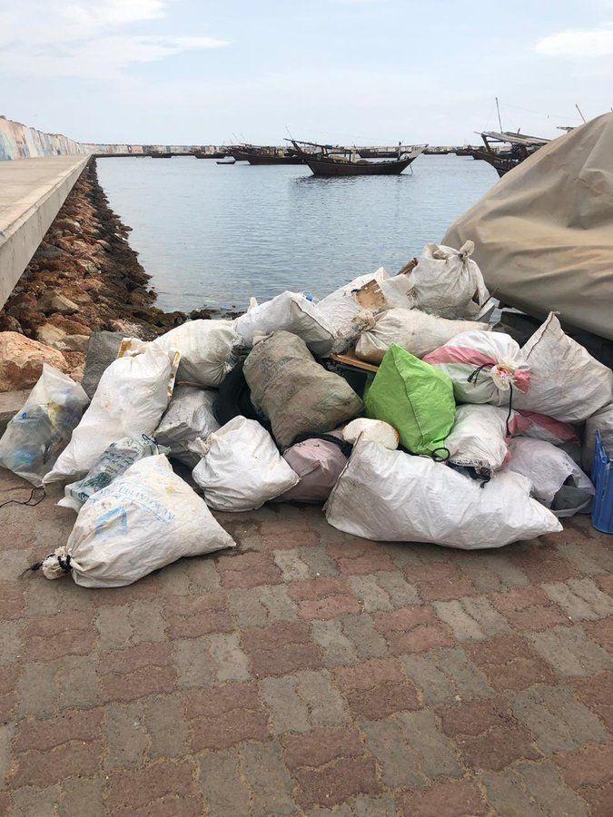 ولاية صور تنظيف ميناء الصيد البحري تنظيف ميناء الصيد البحرية من المخلفات ولاية صور تنظيف ميناء