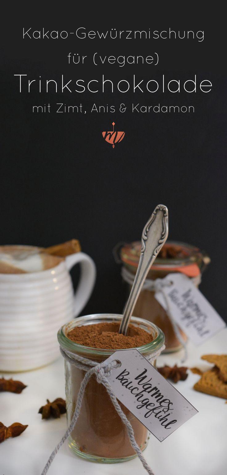 Dunkler Kakao, Kardamom, Zimt und Anis: Die perfekte (vegane) Trinkschokolade für kalte Tage.