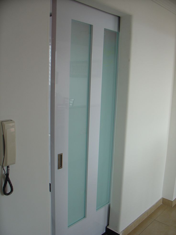 puerta corrediza con vidrio opalizado