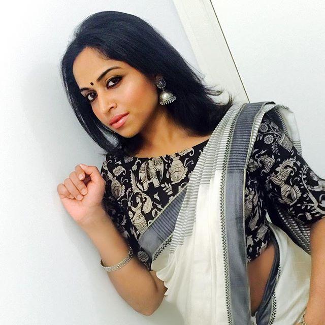 #photooftheday #ethnicwear #love #saree #sareelove #kalamkari #boutique #suketha #design #traditional #bindilove #blackmetal #jewellery #jhumkalove #accessories #strikeapose #model #modeling #mallu #mallugram #indian #indianwomen #desigirl #like4like #likeforlike #traditionallook #kerala #cochin #designerblouse #photography