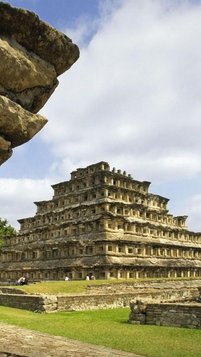 Vestigios arqueológicos de la capital del Totonacapan, La pirámide de los nichos.El Tajin, Veracrúz, México.