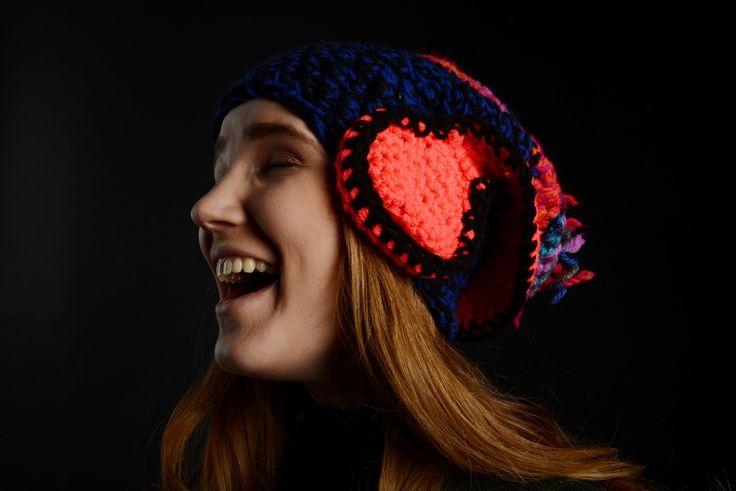 Teplá+super+čepice+se+sluchátky+Silná+háčkovaná+čepice+barevná+s+aplikací+sluchátka.+Fotograf+Ann+Turková+Modelka+Elis