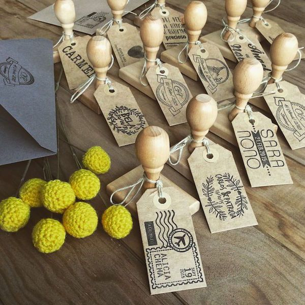 Sellos personalizados para invitaciones de boda originales. Foto: hermanasbolena.com