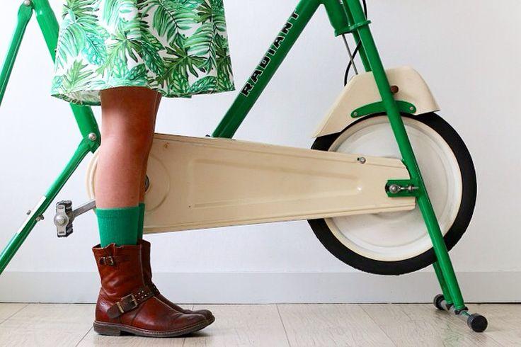 LOVE the vintage hometrainer....LOVE the dress/fabric......LOVE green!