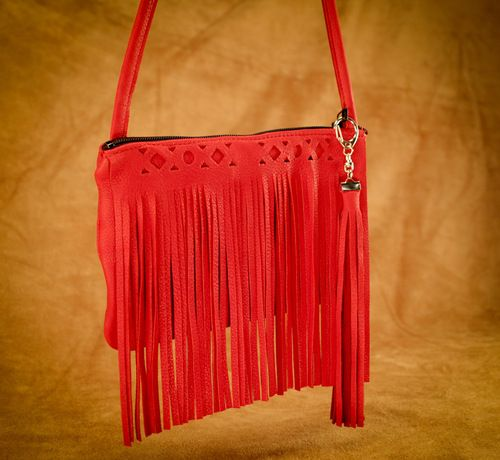 Here is our Rectangle Fringe purse. This style comes in red, turquoise, pink, cream, black, brown, and saddle tan. #leather #Canada #handmade #Rockwood #Ontario #like #daily #fashion #hidesinhand